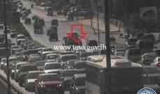 التحكم المروري:سقوط جزء من حمولة اتربة على جسر الدورة ما سبب بزحمة سير