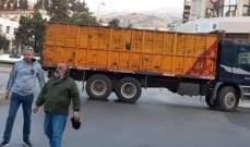 ابراهيم الصقر أعلن أنه استقدم شاحنات يملكها وقام مع شباب زحلة بقطع مستديرة المنارة