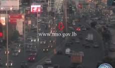 التحكم المروري: تعطل مركبة على أوتوستراد الضبية وحركة المرور كثيفة في المكان