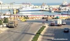 مجموعة تفترش الطريق على جادة شفيق الوزان وتمنع السيارات من المرور