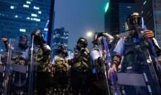 شرطة هونغ كونغ تفرق المحتجين بقنابل الغاز المسيل للدموع وخراطيم المياه
