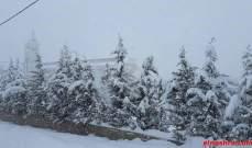 سقوط لوحات إعلانية في الهرمل وثلوج وسيول ورياح قوية