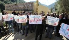 أهالي بلدة الجاهلية نفذوا اعتصاما احتجاجا على الإعتداءات على مجرى نهر البلدة
