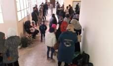 النشرة: بدء تجمع النازحين السوريين في مبنى بلدية الهبارية بإنتظار العودة لبلادهم