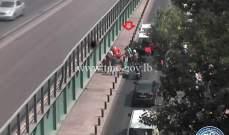 جريح بتصادم بين مركبة ودراجة نارية على الطريق المحاذية لجسر الفيات