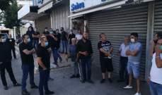 وقفة احتجاجية لتجار النبطية رفضا لقرار التعبئة وللمطالبة بإعادة فتح محالهم