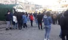 اعتصام لعدد من المحتجين في باحة باحة السراي الشهابية وسط حاصبيا