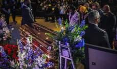 عمدة مينيابوليس ينهمر في البكاء خلال جنازة جورج فلويد