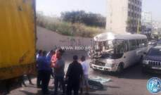 جريح نتيجة تصادم بين حافلة لنقل الركاب وشاحنة عند أول نفق جسر الباشا