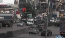 تعطل شاحنة على جسر الدورة المسلك الغربي وحركة المرور كثيفة