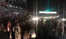 النشرة: متظاهرون يقطعون الطريق عند تقاطع الشفروليه