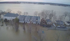 العواصف والفيضانات في الولايات المتحدة تحدث دمارا وتوقع قتلى وجرحى
