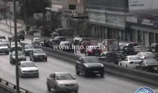 3 جرحى بتصادم بين سيارة ودراجة نارية على جسر الدورة باتجاه الكرنتينا