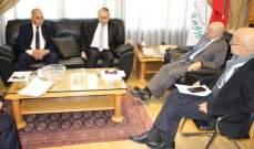 وزير العمل التقى سفير مصر: حريصون على معالجة اي مشاكل تواجه العمال المصريين