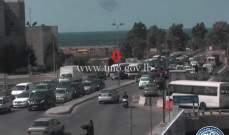 حادث تصادم بين باص وسيارة على تقاطع جسر النقاش والاضرار مادية