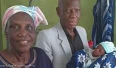 سيدة تنجب توأما في سن الـ68