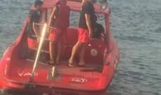 الدفاع المدني يعمل على انقاذ شاب مجهول الهوية من الغرق في بحر العقيبة