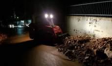 انهيار جدار دعم في سير الضنية بسبب السيول وقطع جزئي للطريق