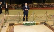 الحريري وضع اكليلا من الزهر على ضريح والده في ساحة الشهداء