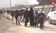 رويترز: مسلحون من المعارضة السورية يغادرون بلدة بالغوطة في أول استسلام