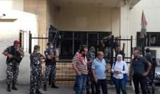 محتجون أقفلوا مركز أوجيرو في حلبا وفي النبطية ووقفة إحتجاجية أمام مركز صيدا