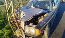 النشرة: جريح باصطدام سيارة بعامود للكهرباء على طريق صيدا – جزين