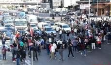 تجمع بعض المحتجين على اوتوستراد جل الديب تسبب بازدحام مروري في المحلة