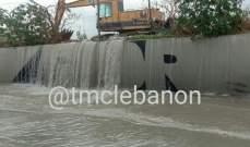 تجمع للمياه على طريق انفاق المطار باتجاه بيروت