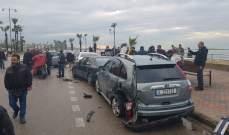 سيارة تجتاح 3 سيارات عند الكورنيش بصيدا والاضرار اقتصرت على الماديات