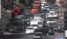 تصادم بين شاحنة وسيارة على أوتوستراد الرئيس لحود باتجاه الصياد وحركة المرور كثيفة