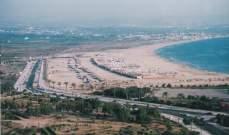 زحمة سير خانقة في صور بسبب تدفق الآلاف إلى شاطئ الخيم السياحية