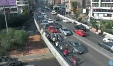 جريح بتصادم بين سيارة ودراجة نارية على جسر الكولا باتجاه المدينة الرياضية
