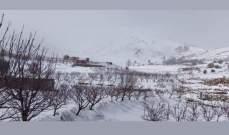 الثلوج غطت مرتفعات الضنية وقطعت الطريق التي تربطها بالهرمل
