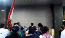 """النشرة: """"حراك صيدا"""" اجبر المصارف والصرافين على الاقفال احتجاجا على الغلاء"""