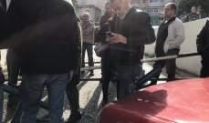موظفو المستقبل يقفلون مدخل القناة على سبيرز احتجاجا على عدم دفع مستحقاتهم