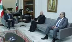 الرئيس عون التقى المطران عصام درويش وسفير السنغال في زيارة وداعية