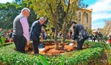 رئيس الجامعة الأميركية ببيروت يرسخ التزام الجامعة بالمحافظة على الطبيعة