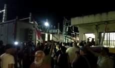 اعتصام عند دوار كفررمان احتجاجا على التقنين بالتيار الكهربائي