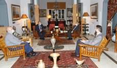 جنبلاط عرض مع السفير الروسي المستجدات السياسية