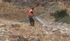 إخماد حريق أعشاب يابسة في محيط محمية الحجير