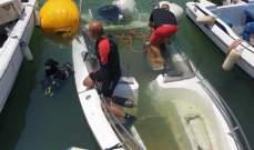 الدفاع المدني: انتشال زورق سياحي كان قد غرِق في ميناء الضبية