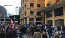 """وصول مسيرة """"ستدفعون الثمن"""" إلى وسط بيروت وتجمع في شارع البلدية"""