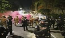 محتجون يضرمون النار بمبنى حكومي في مدينة بورتلاند الأميركية
