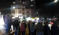 النشرة: اعتصام مفاجىء لعشرات الشبان في صيدا للمطالبة بتأمين الحقوق