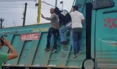 شاحنة اجتاحت مكان اعتصام السائقين في طرابلس وسقوط جريح
