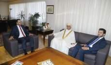 داود تسلم من سفير عمان دعوة لرعاية اللقاء التعريفي عن جائزة السلطان قابوس للثقافة