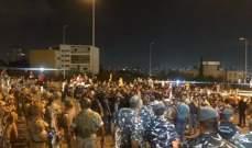 المنار: القوى الامنية تعيد فتح الطريق باتجاه القصر الجمهوري بعد انسحاب المحتجين