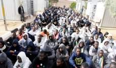 الغارديان: أطفال لاجئين يتعرضون للإساءة في مراكز للاحتجاز في ليبيا