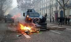 أ ف ب: عناصر من محتجي السترات الصفر يقومون بنهب محلات الشانزلزيه بباريس