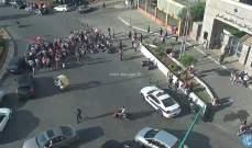 قطع السير عند مستديرة الاونيسكو امام وزارة التربية مع مسرب سالك للمركبات